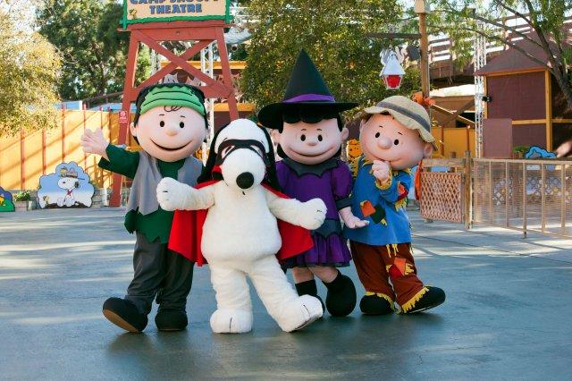 peanuts-gang-halloween-cotumes-knotts-spooky-farm